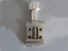 Microtome clamp for wax block with Long Service Life